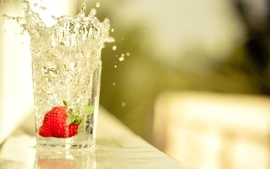 Glass strawberries splashes wallpaper