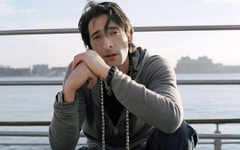 Men beads actors adrien brody railing wallpaper