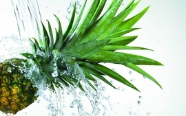 Water pineapples macro wallpaper