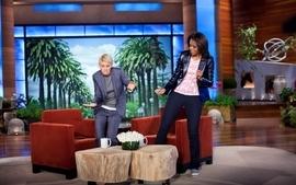 Women couch funny ellen degeneres dancing palm trees michelle wallpaper