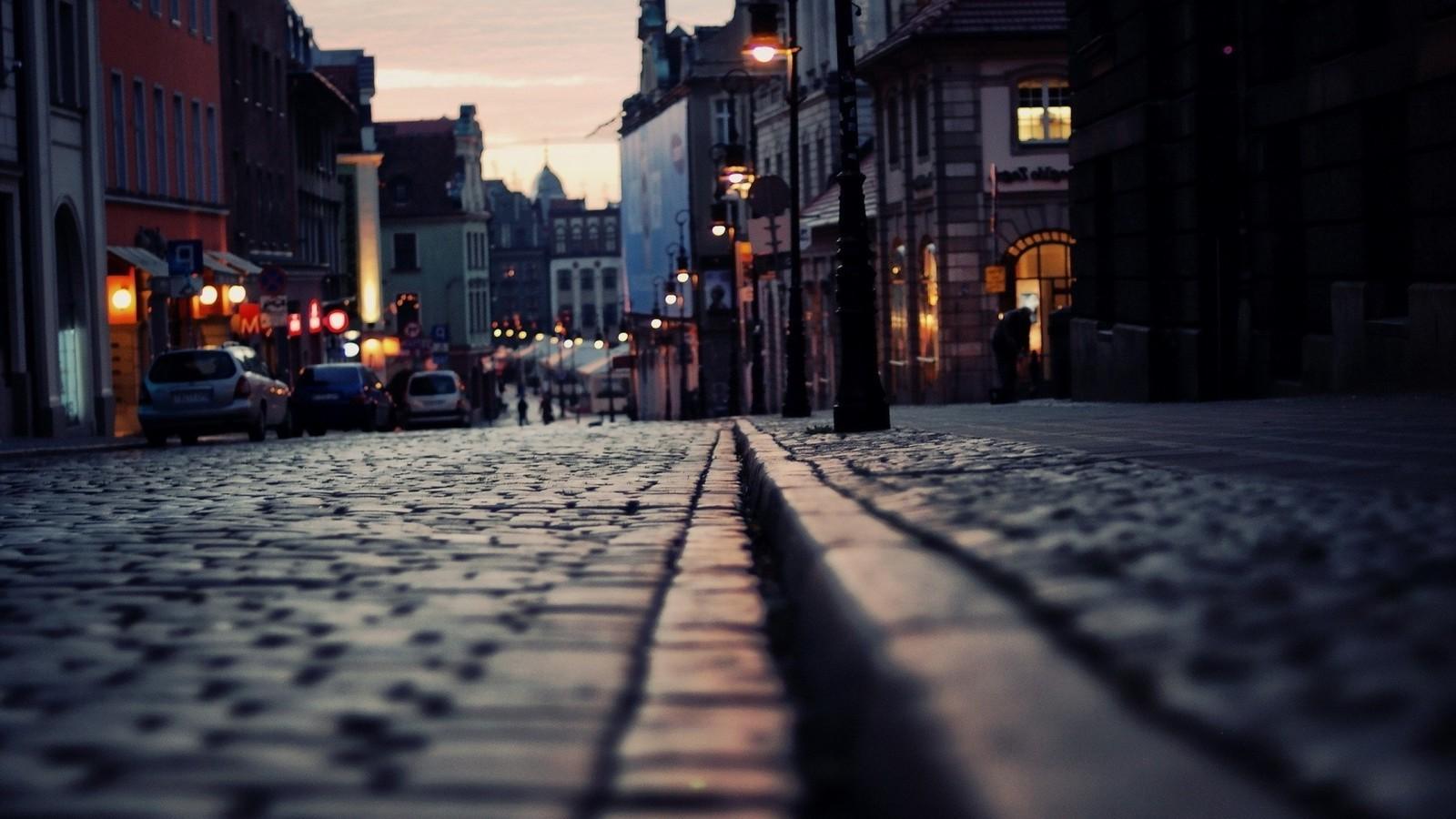 City street (1600x900)