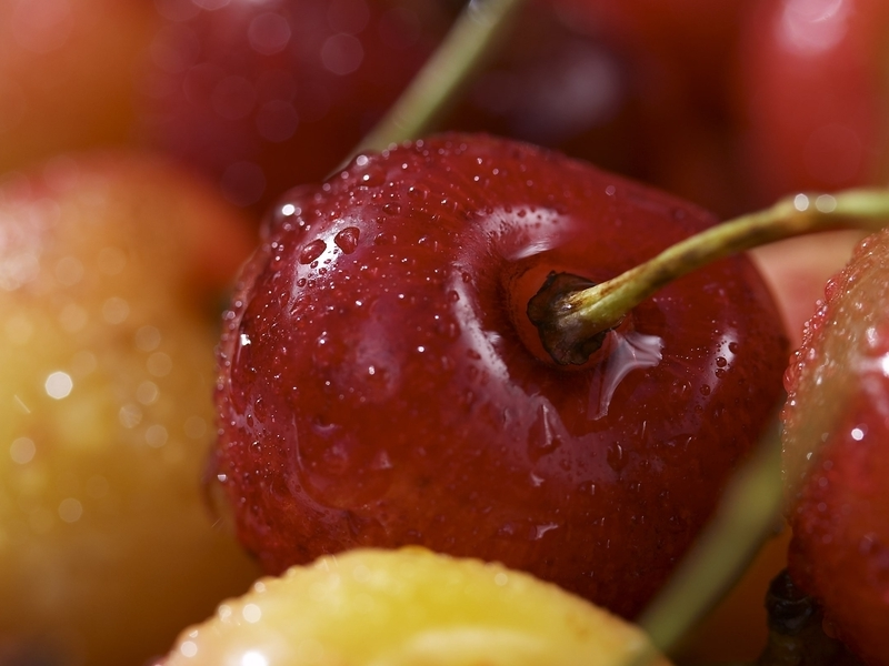 Fruits cherries macro berries (800x600)